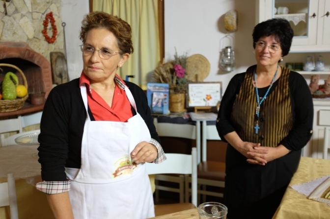 Le Busiate trapanesi, a lezione dalle vecchie artigiane del gusto